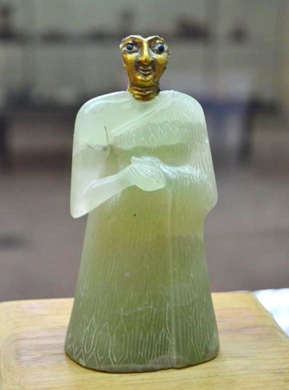 Female figure, made of gypsum, with a gold mask that stood at a temple altar in Nippur, c. 2700 bce.  Courtesy of the Iraq Museum, Baghdad; photograph, David Lees.
