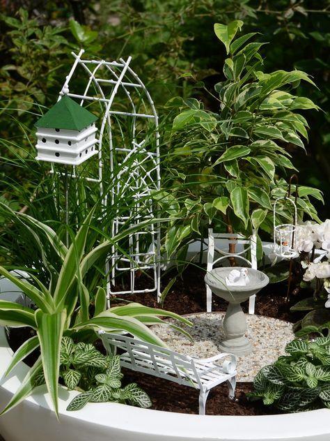 Miniatur-Garten »Vogelhochzeit«: Mini-Garten-Set Weidenbogen von Jeremie Miniatures und zwei kleine Keramik-Taubennn05.09.2016 18:01