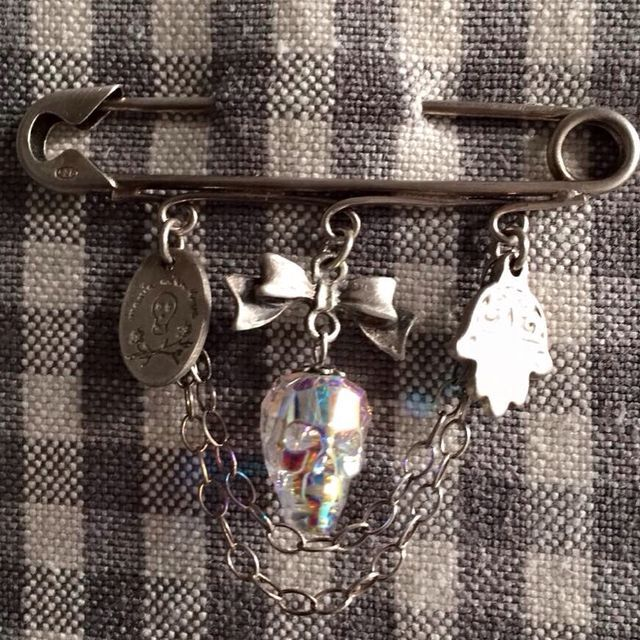Charming silver kilt spin by maniawithlove broche