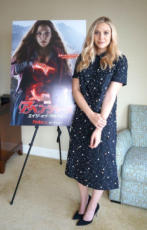 『アベンジャーズ: エイジ・オブ・ウルトロン』のスカーレット・ウィッチ役のエリザベス・オルセン。