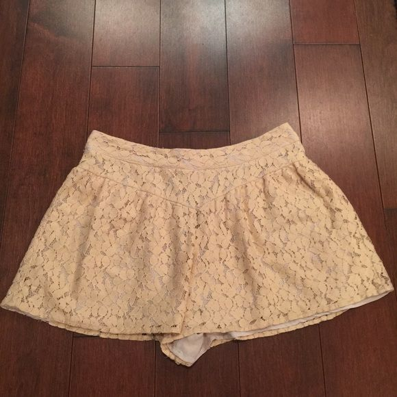 Topshop Cream Lace Shorts Great lace shorts with two pleats in front and a zipper in the back. Looks like a skirt when worn. Make an offer if you like it! Topshop Shorts