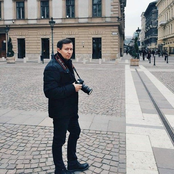 Photographing the photographer in Budapest.