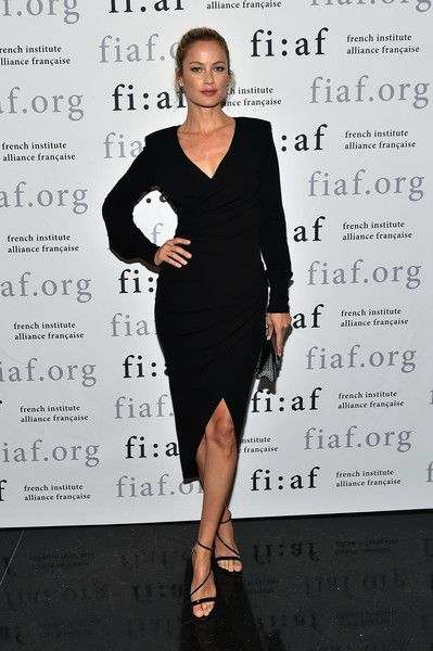Model Carolyn Murphy attends French Institute Alliance Francaise (FIAF)'s 2017 Art de Vivre Award Gala at French Institute Alliance Francaise on June 12, 2017 in New York City.  (Photo by Mike Coppola/Getty Images for French Institute Alliance Francaise (FIAF))