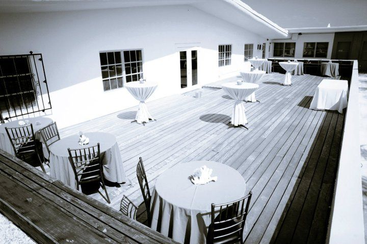 Postcard Inn's balcony that is perfect for an outdoor wedding reception
