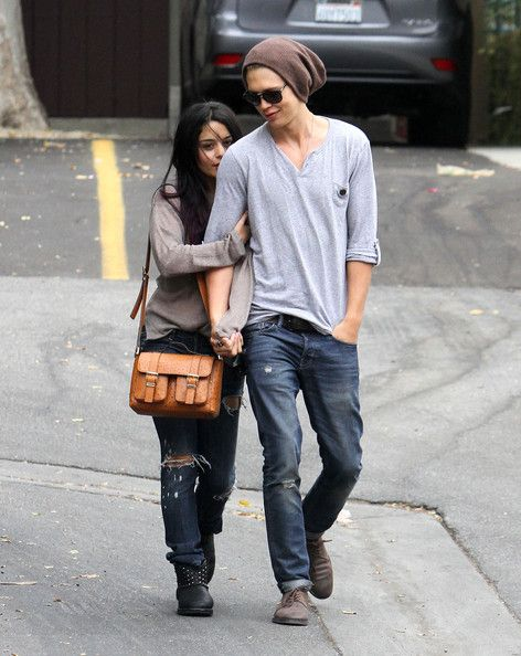"""Vanessa Hudgens and Austin Butler Photos Photos - """"High School Musical"""" actress Vanessa Hudgens heads to Trader Joes with her boyfriend Austin Butler to shop for groceries and flowers on June 15, 2012 in Studio City, California. - Vanessa Hudgens & Austin Butler Shop For Flowers"""