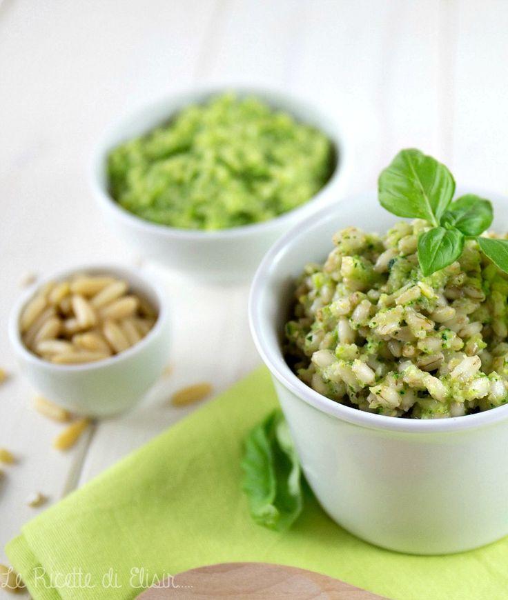 Orzo perlato al pesto di zucchine http://blog.giallozafferano.it/ricettedielisir/orzo-perlato-tiepido-al-pesto-zucchine/