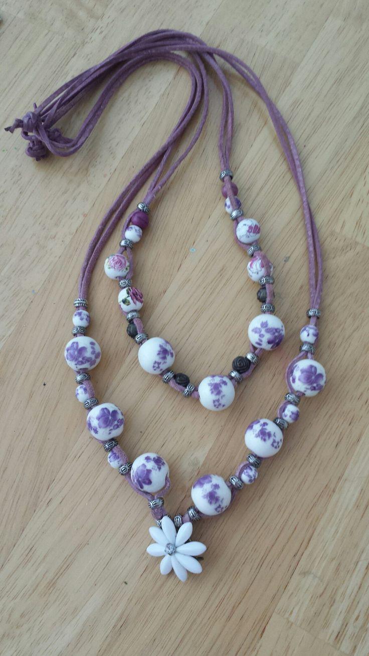 Bőr nyakláncok lila gyöngyökkel / purple leather necklace