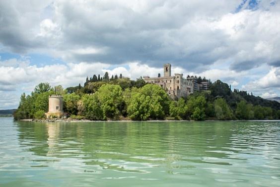 Lake Trasimeno, Umbria, Italy http://www.timetravelturtle.com/2012/05/hannibal-lake-trasimeno-isola-maggiore/ #italy #umbria #water #history #roman #photography