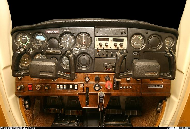 Cessna 152 instrument panel - this is the plane I did all my primary flight training in, all the way to getting my Private Pilot's License (PPL).