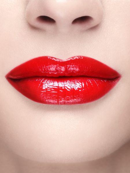 Ein dicker Schmollmund mit vollen Lippen - das ist nicht nur das, wovon viele Männer träumen. Auch Frauen wollen den Bardot-Mund. Aber