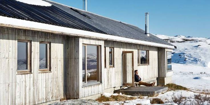 Hytte i Ål ved Vesle Bergsjø, 1100 moh. Arkitekt er Torbjørn Tryti. Dette er hans første hytteprosjekt.