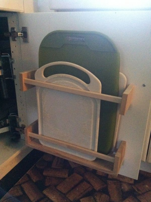 33 Ikea #Hacks Anyone Can do ... cutting board storage