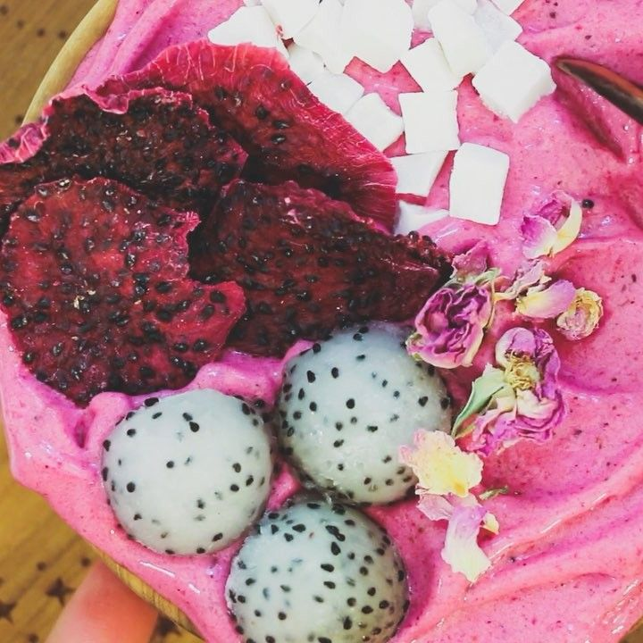 Tropical Pitaya Fruit Fluff Bowl Topped with dried red dragon fruit, coconut cubes, dragon fruit balls and sun-dried roses! ✔️ The Recipe:1 cup of frozen banana, shredded; 1 pink pitaya. Shred the frozen bananas in a food processor using the top grater. Then pop all the ingredients in a high-speed blender. I used a vitamix and blend until nice and creamy! Cheers!