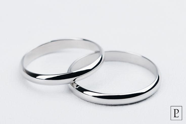 Пара классических обручальных колец из платины – идеальное свадебное украшение для молодожёнов. The pair of the classic platinum wedding rings is the perfect jewelry for newlyweds. #обручальноекольцо #кольцо #кольца #парныекольца #ring #rings #jewellery #platinum #PlatinumLab #weddingrings #wedding #обручальныекольца #ювелирныеукрашения #jewelry