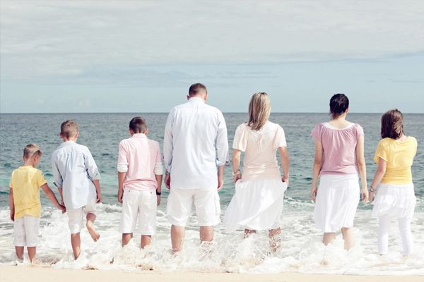 Family Pictures  http://www.antsmagazine.com/photography-2/50-outstantding-examples-of-family-photographs/
