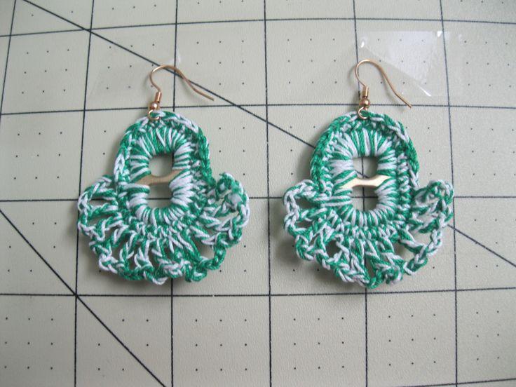 GREEN & WHITE EARRING !!!