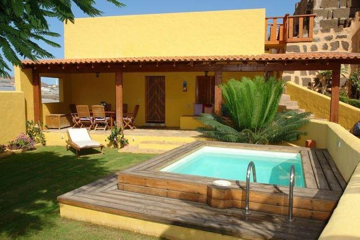 Casebre temporada in galdar casa com piscina e jardim for Piscina en ingles