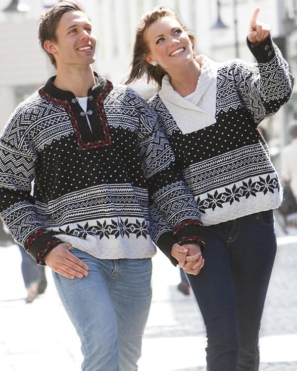 Stickad tröja i två olika modeller. #vikingofnorway #knittingroom #stickat #garn #sjal #virkad