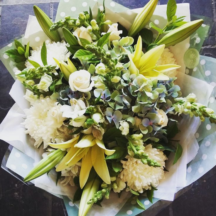 #lilies #classic #elegant #flowers #bunch