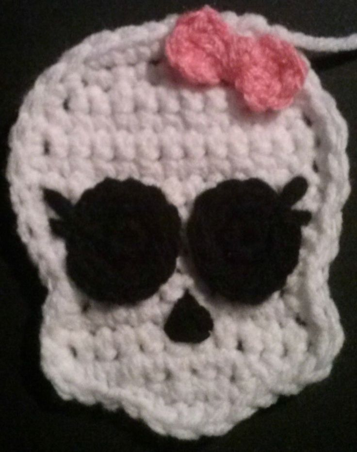 Skull applique. Monster High Inspired applique. My first published pattern. Link to ravelry.com - free pattern. http://www.ravelry.com/patterns/library/skull-pattern-monster-high-inspired
