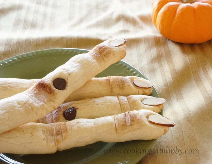 Cooking With Libby: Sugar Cookie Witch Fingers {Halloween}