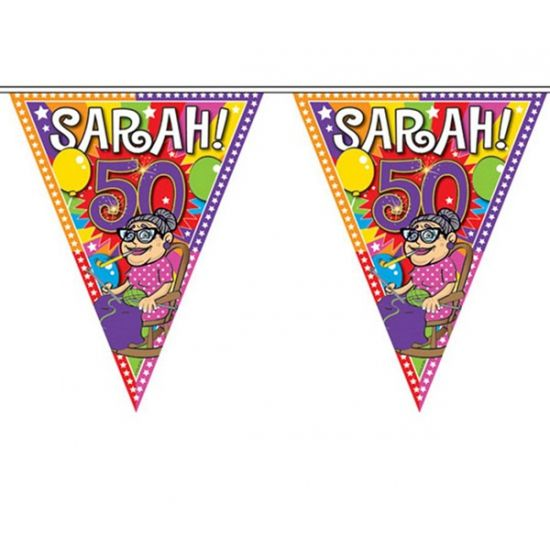 Sarah 50 jaar vlaggenlijn 10 meter. Feestelijke vlaggenlijn voor de jarige Sarah van plastic materiaal. Deze Sarah 50 jaar slinger is ongeveer 10 meter lang.