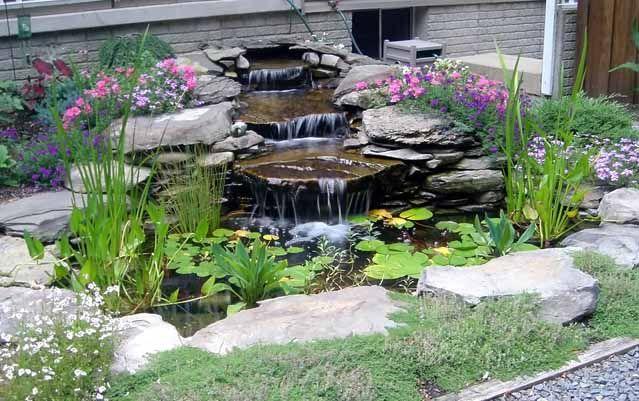 Сделайте для пруда на даче водопад или фонтан своими руками - так вы добавите активный интересный акцент в ландшафтный дизайн вашего участка.