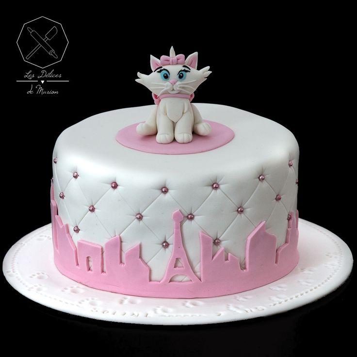 Cake design. Gâteau personnalisé en pâte à sucre sur le thème Marie des Aristochats. Sugar paste Aristocats themed cake by Les Délices de Marion.