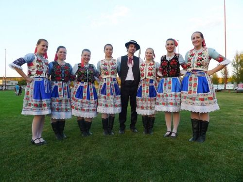 slovak folk costumes - Jarok village, Ponitrie region, Western Slovakia (click for more photos)