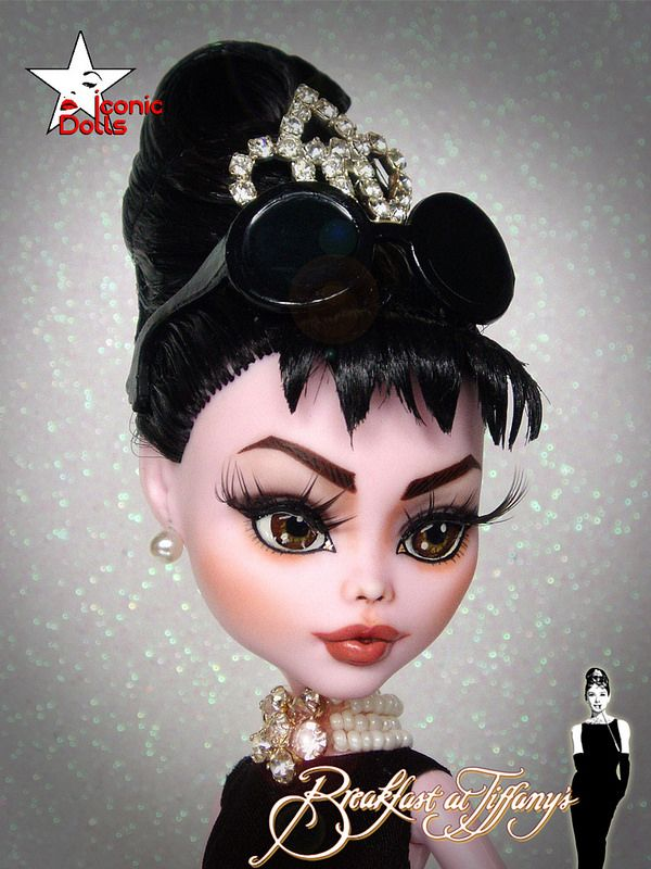 I love the proportion of Monster High's face. I'm absolutely in love with this Audrey!  Audrey Hepburn
