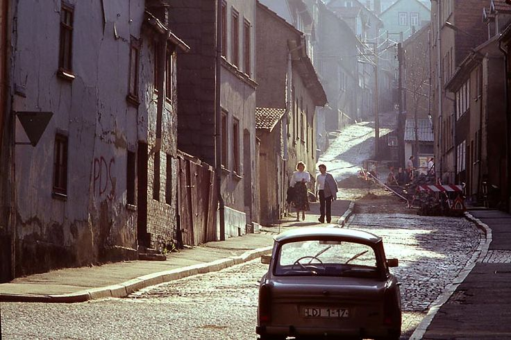 A Sunday stroll in the East German city Eisenach: During another trip, the photographer visited the southern parts of East Germany and found charm in the decay.