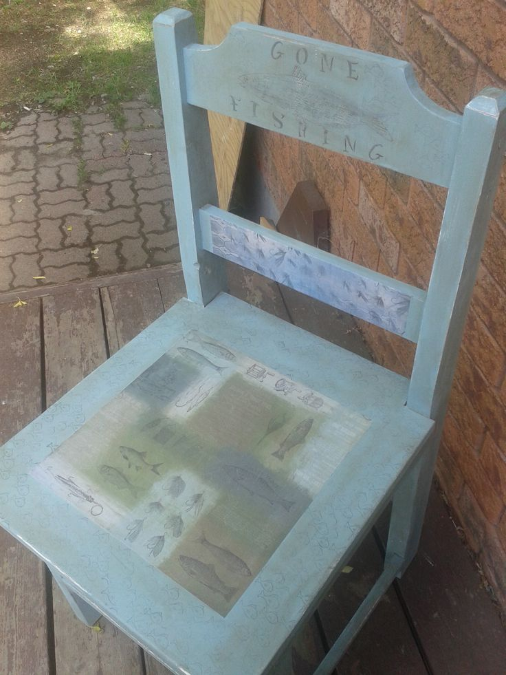 Great chair for cottage entrance.