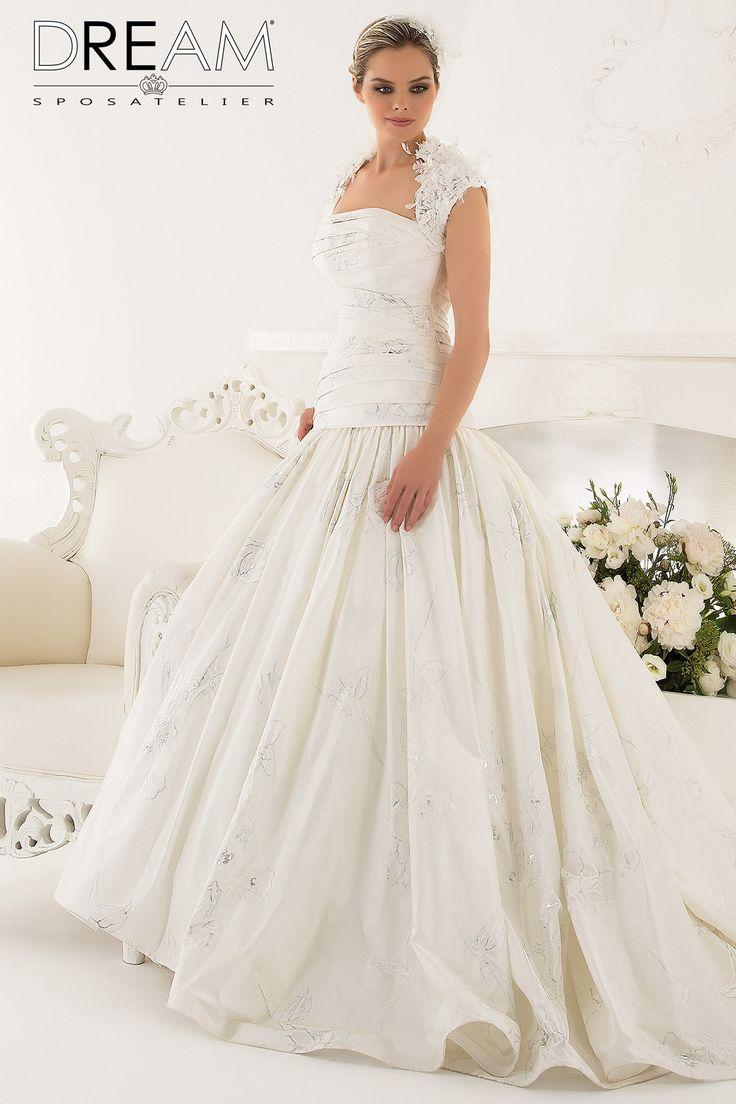 "DREAM SPOSA ATELIER Abito da sposa in taffetà ""Mod. ROMANTICA"" Bridal dress taffetà with floral design in lurex ""Mod. ROMANTICA"" #dreamsposa #dreamsposaatelier #abitidasposaroma #abitidasposa #bridaldresses #wedding #bridaldesign #hautecouture #fashion #moda #altamoda #abitidasposaesclusivi #modasposa #nonsolomoda #catwalk #paris #london #milano #newyork #vestitidasposa #vestitidasposaroma"