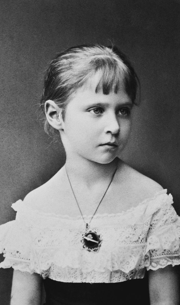 alix of hesse darmstadt | Empress Alexandra Feodorovna (1872-1918) when Princess Alix of Hesse ...