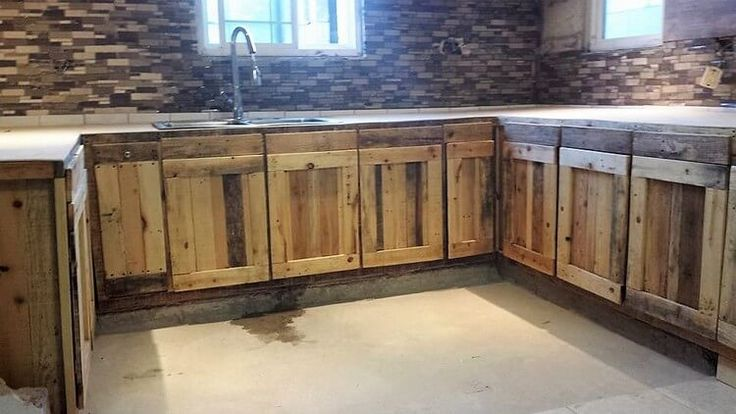 DIY Wood Pallet Kitchen Cabinets in 2020 (With images ...