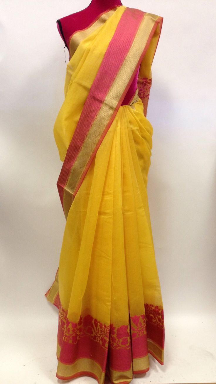 Saran g brings you the latest, Handloom Khesh Cotton Sari with blouse piece.Discover beauty in Hand-woven saris reincarnated in lines of modern fashionable wear for today's women. This Handloom sari s