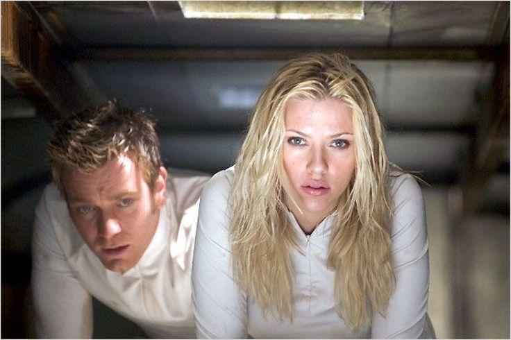 """Scarlett Johansson et Ewan McGregor dans """"The Island"""" film américain de science-fiction réalisé par Michael Bay,"""