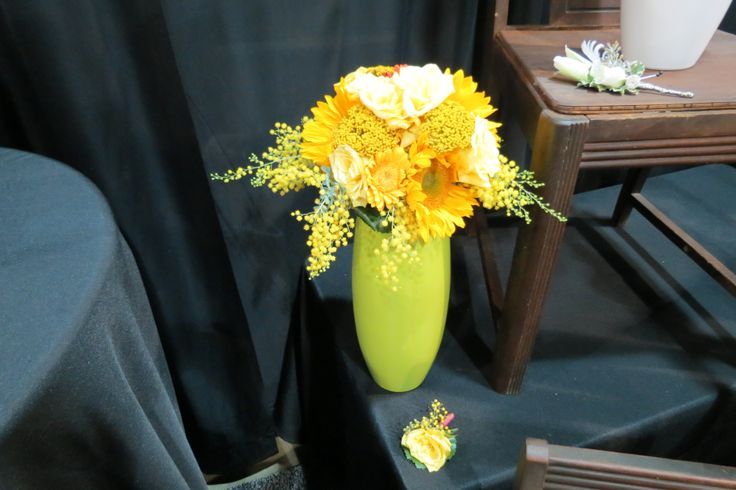 So Bright & Cheery. Perfect for your peppy bride! House of Flowers booth at the Little Rock Bridal Fair 2014