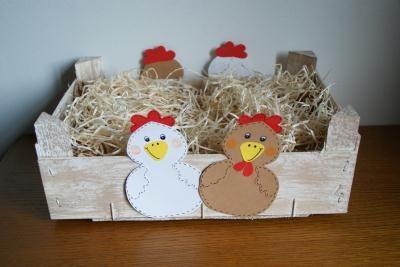 Petite cagette décorée avec des poulettes pour Pâques