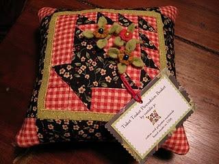 Basket Pin cushion: Sewing Pincushion, Baskets Pincushion, Pincushion Pinkeep, Pin Cushions Sweet, Pincushion Needlebook, Quilts Pincushion, Pincushions Needlebook, Patchwork Baskets, Flower Pincushion