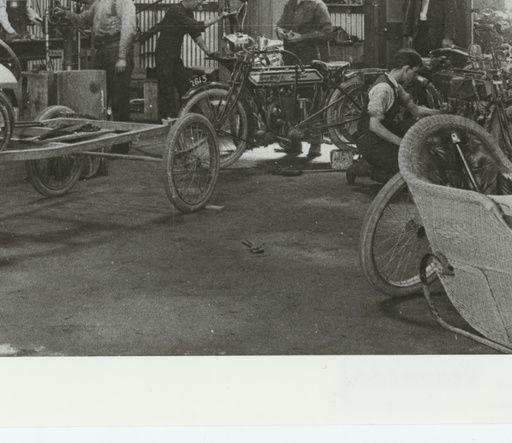 Eglinton & Clark, makers of the Rova Kent four-valve? https://collections.slsa.sa.gov.au/resource/B+38795