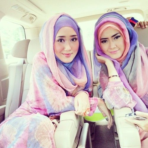 Dian Pelangi and Lulu Elhasbu