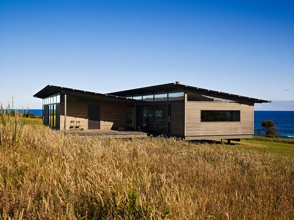 Collect this idea Exhaling transparence and freedom, the Sugar Gum House, located in Otways, Australia, nearby the ocean is an ex-old shack extended and completely renewed by Ron Kennon Architects. The house used to be a simple shelter, offering protection in rainy winter days or during cold south westerly winds. The sugar gum hardwood is …