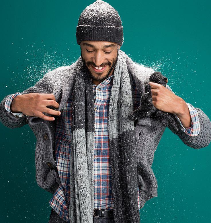 Comfortabel en altijd een goede aanvulling voor je wintergarderobe: het geruite overhemd. En als het echt koud wordt draag je er een grof gebreide trui overheen. #menswear #heren #fashion #outfit #shirt #checkered #ruit