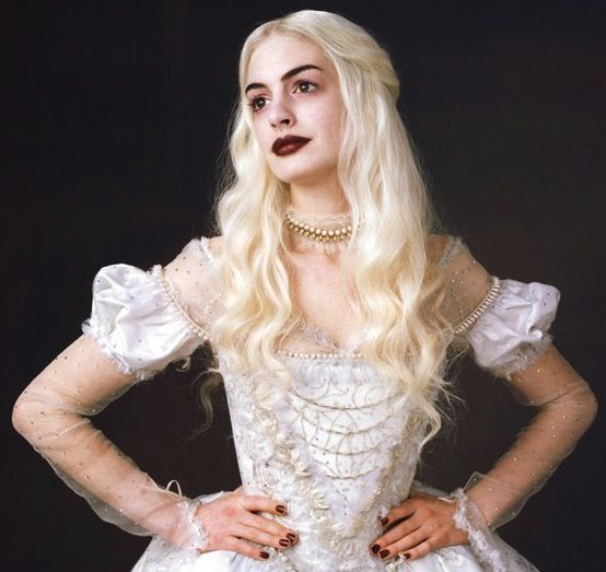 Anne Hathaway As The White Queen In Alice In Wonderland