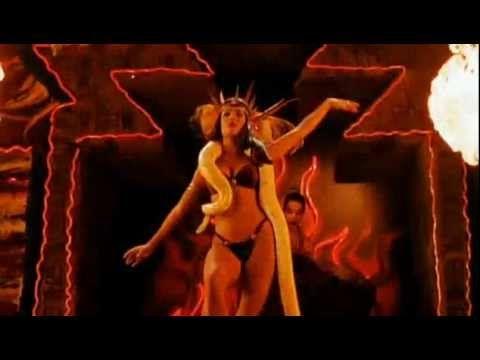 Satanic Pandemonium - Salma Hayek - Um drink no inferno - From dusk till down - YouTube