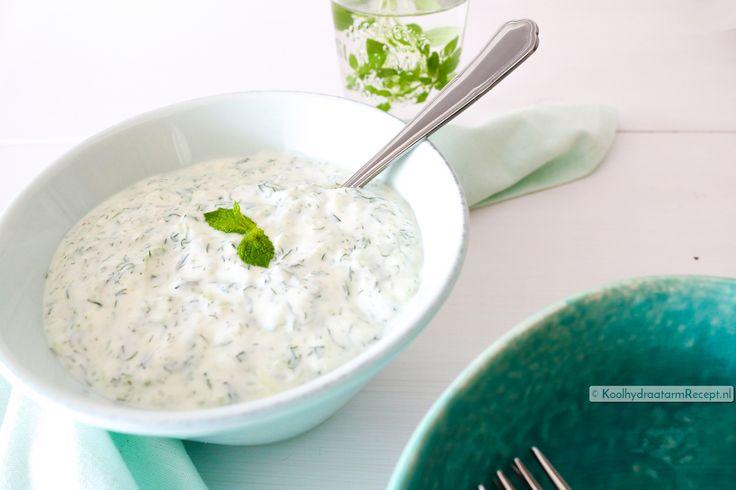 Tzatziki maken, Griekse komkommersaus | KoolhydraatarmRecept.nl
