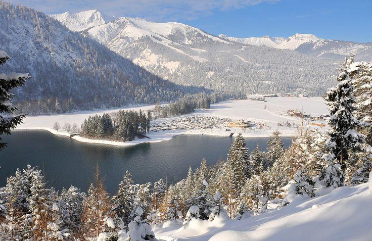 Wohnmobil Stellplatz des Alpen Caravan Park Achensee, Wintercamping, Tirol, Österreich