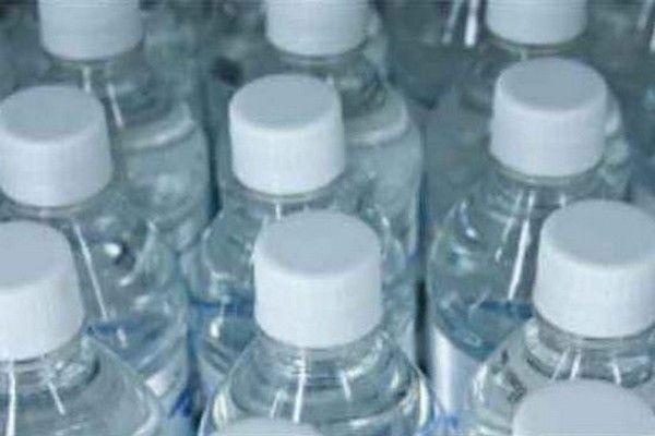 Non bevete acqua in bottiglie di plastica