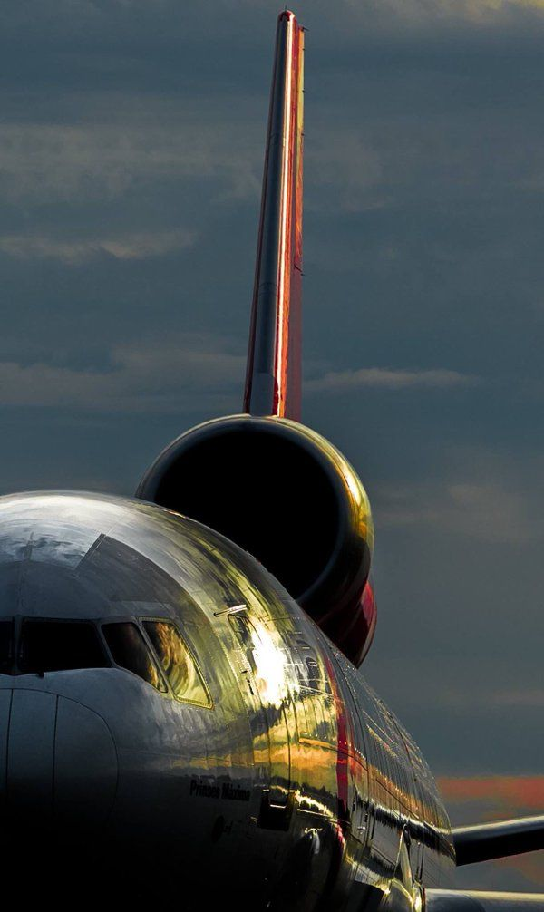 MD-11 ... When aviation becomes Art